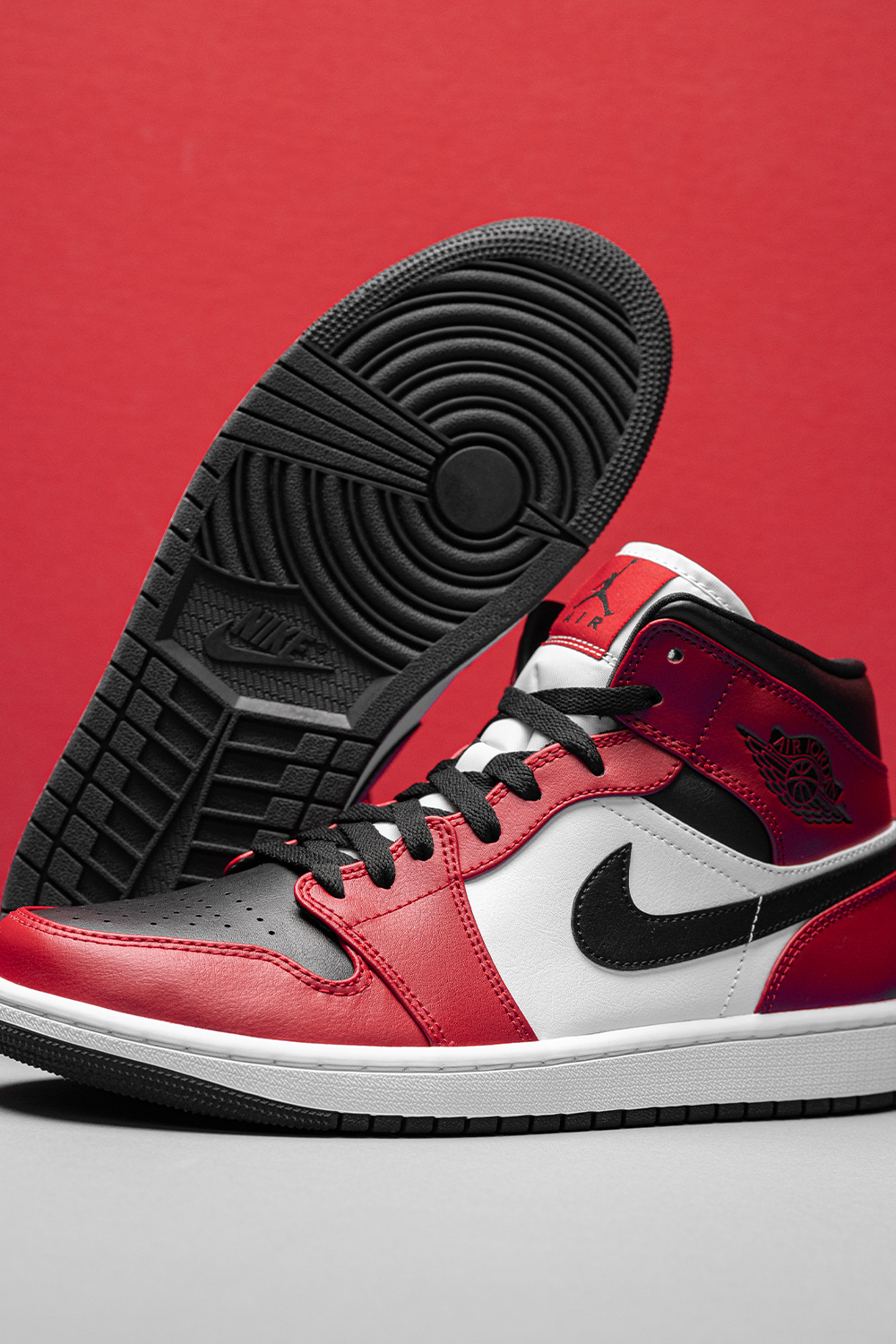 air jordan 1 mid chicago black toe 554724 069 2020 in 2020 air jordans air jordans retro jordans pinterest