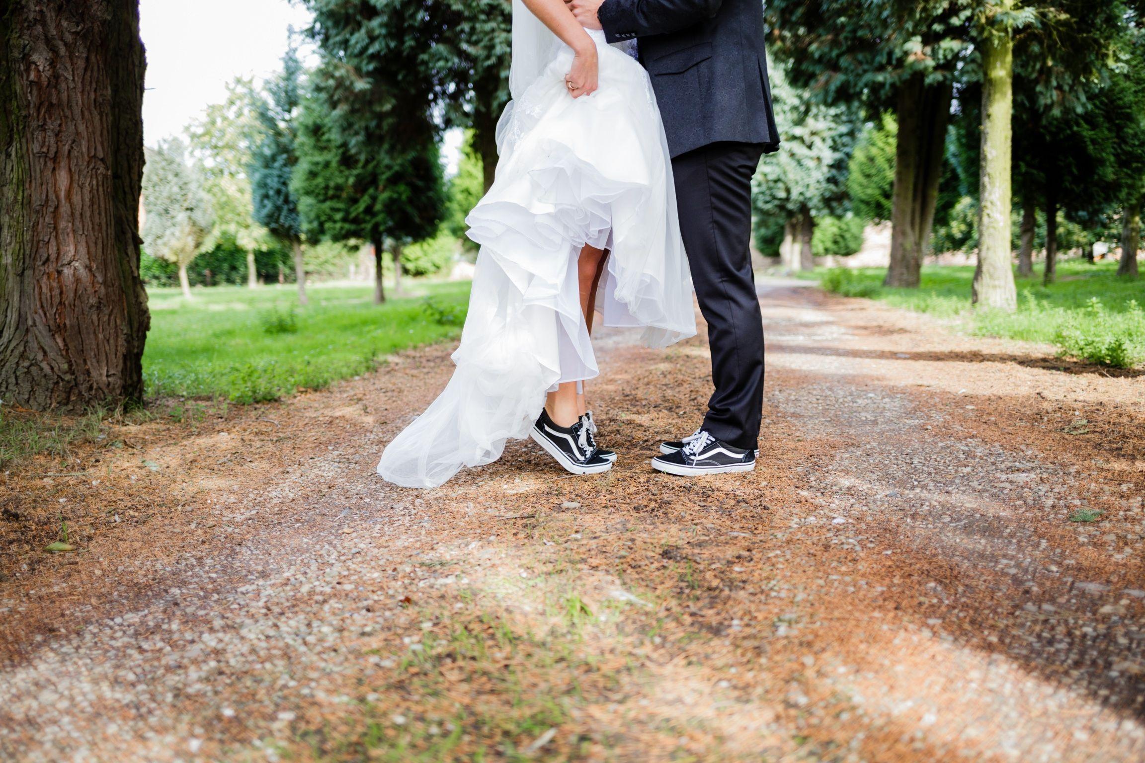 Wedding Vans Shooting | Wedding vans, Vegas wedding, Wedding pics
