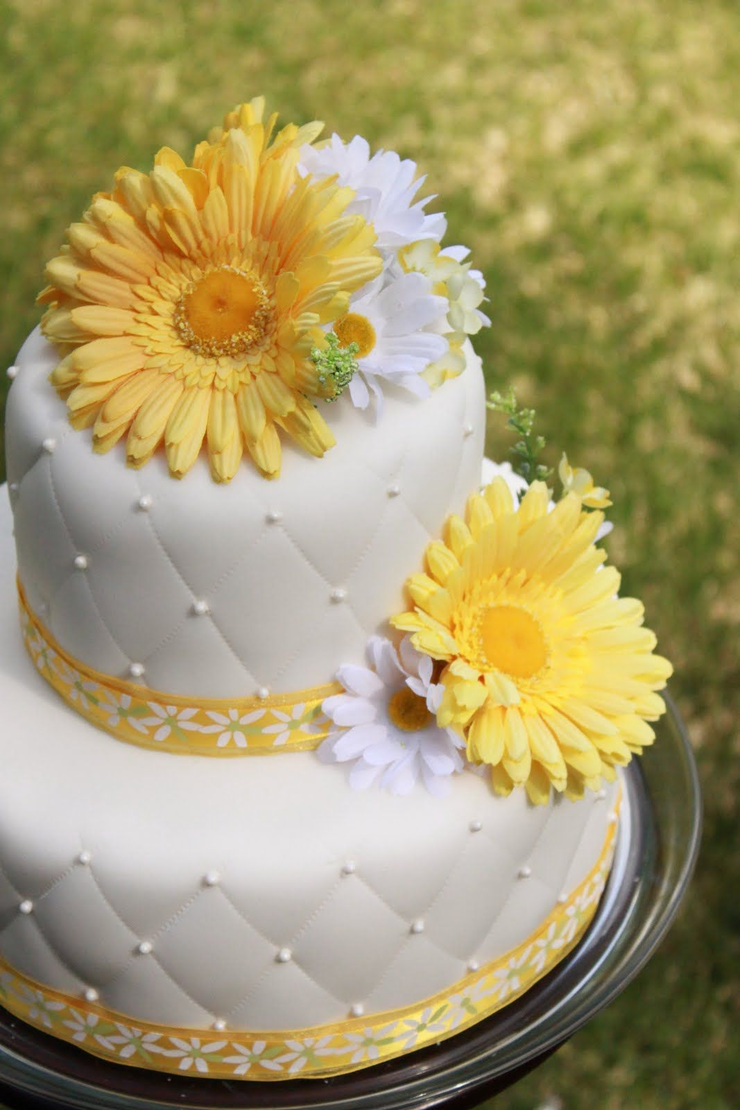 Daisy Wedding Cakes | Reese\'s Pieces and Me: Daisy Wedding Cake ...