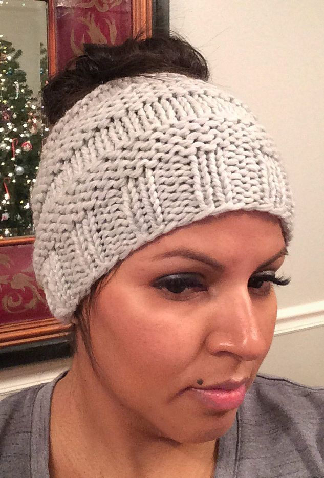 Free Knitting Pattern for Messy Bun Hat - This ponytail hat is a quick knit  using about 90 yds of bulky weight yarn. Designed by Isela Phelps 341ab819cdc