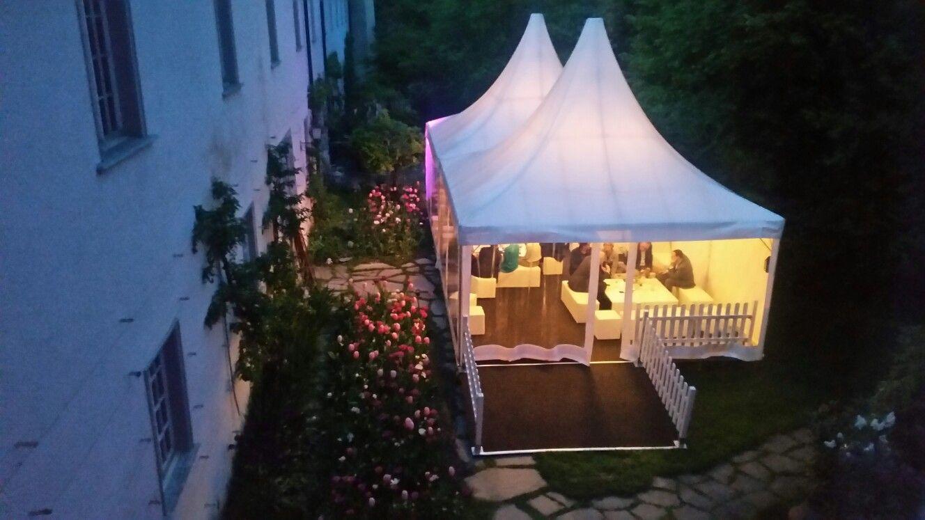 Event mit Zelt im Schlossgarten