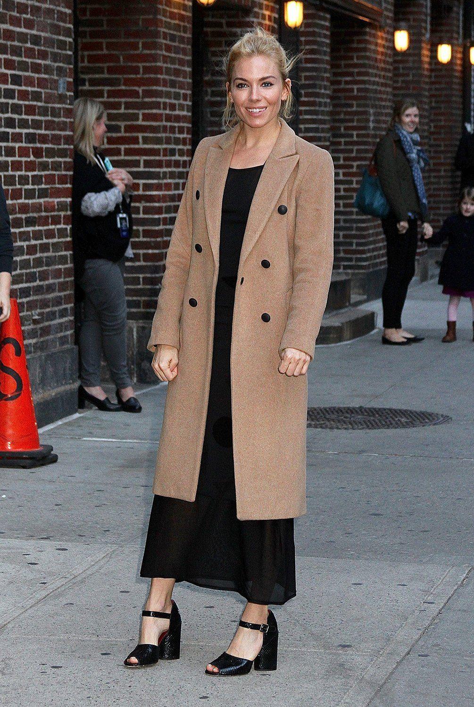 Sienna Miller Streamlines The Statement Coat Sienna Miller Style Statement Coat Sienna Miller [ 1500 x 1005 Pixel ]