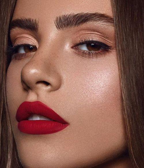 Rote Lippen Tamara Williams #Makeup #Makeupideas #Schönheit … #Browneyeshadow…