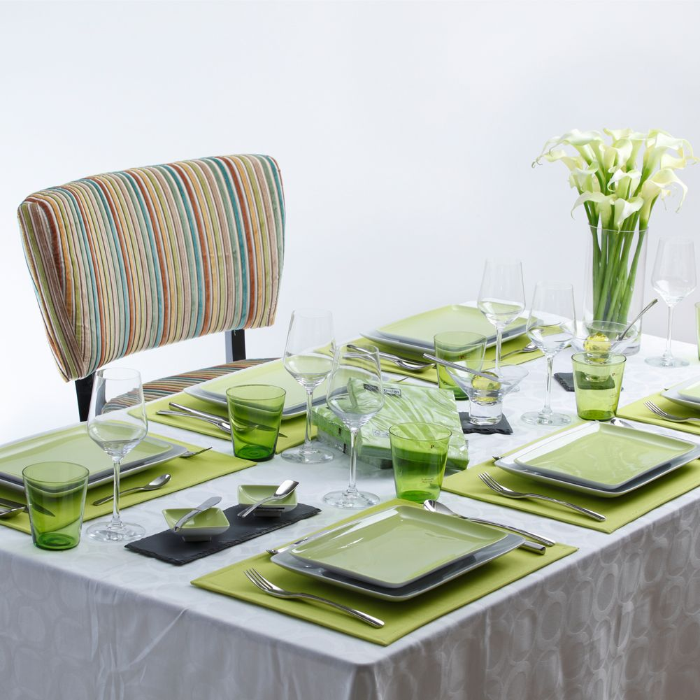 casual table setting for lunch and dinner with a fresh. Black Bedroom Furniture Sets. Home Design Ideas
