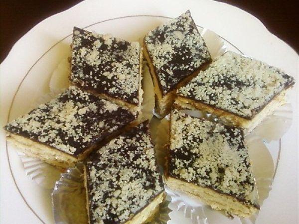 Gâteau superposé à la confiture d'abricot, Recette par Riffana - Ptitchef