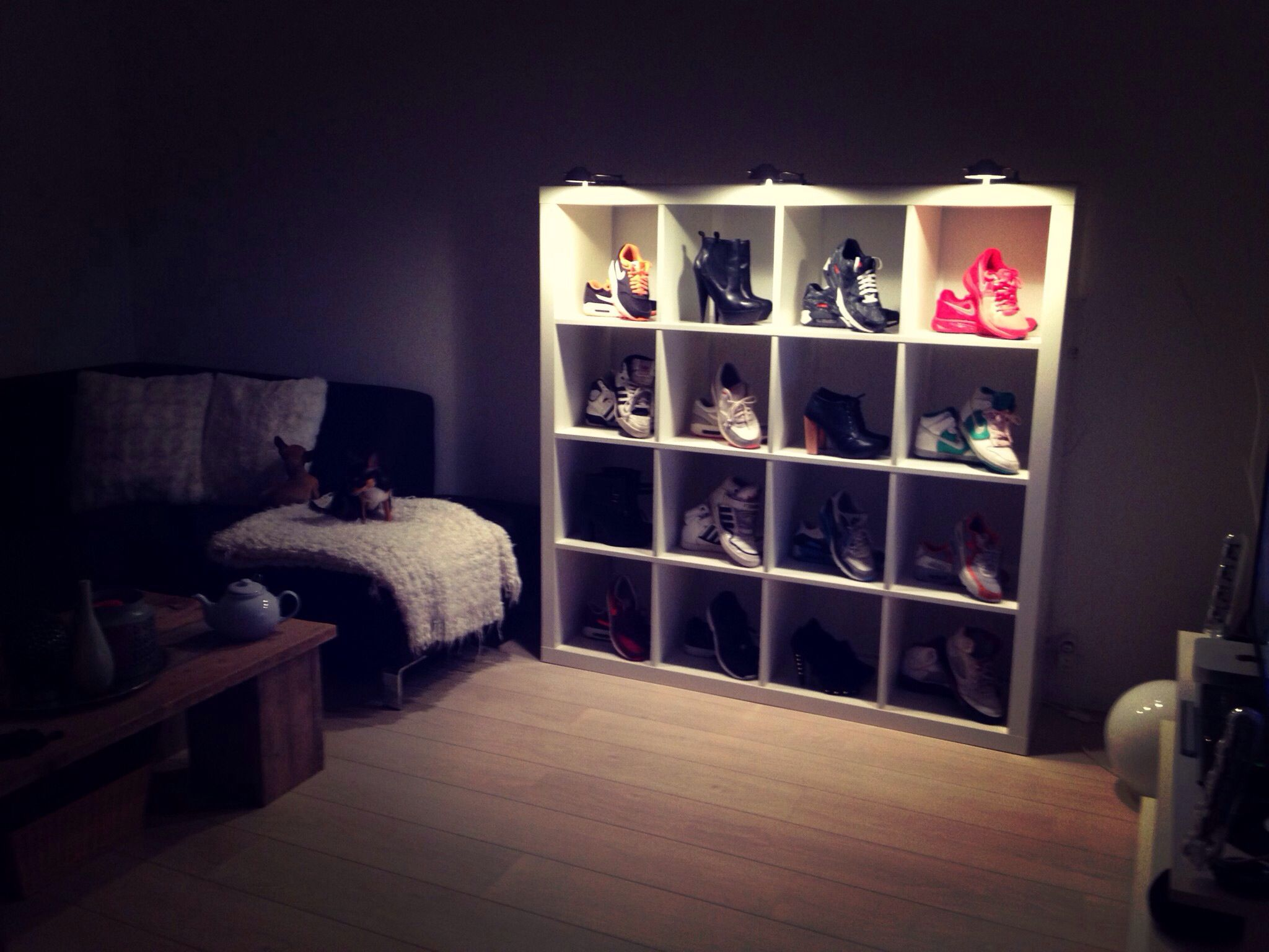 Shoe storage nike air max sneakers display for Display bedroom ideas
