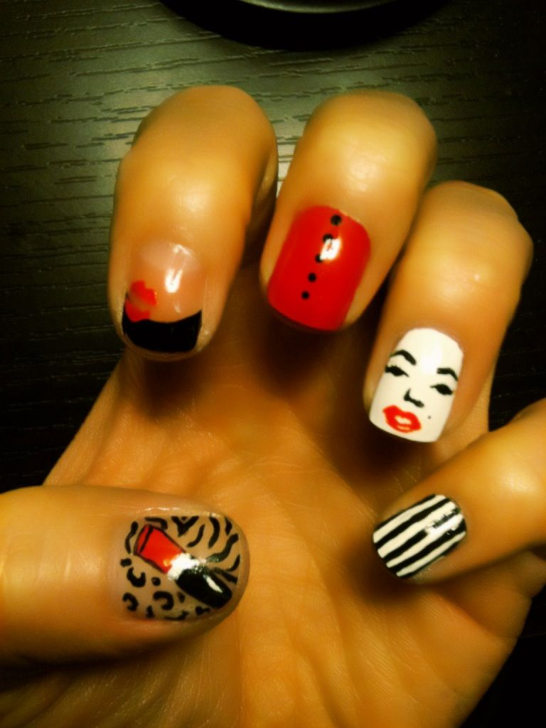 Attempted to do Marilyn Monroe nail art.. I don\'t think i did to bad ...