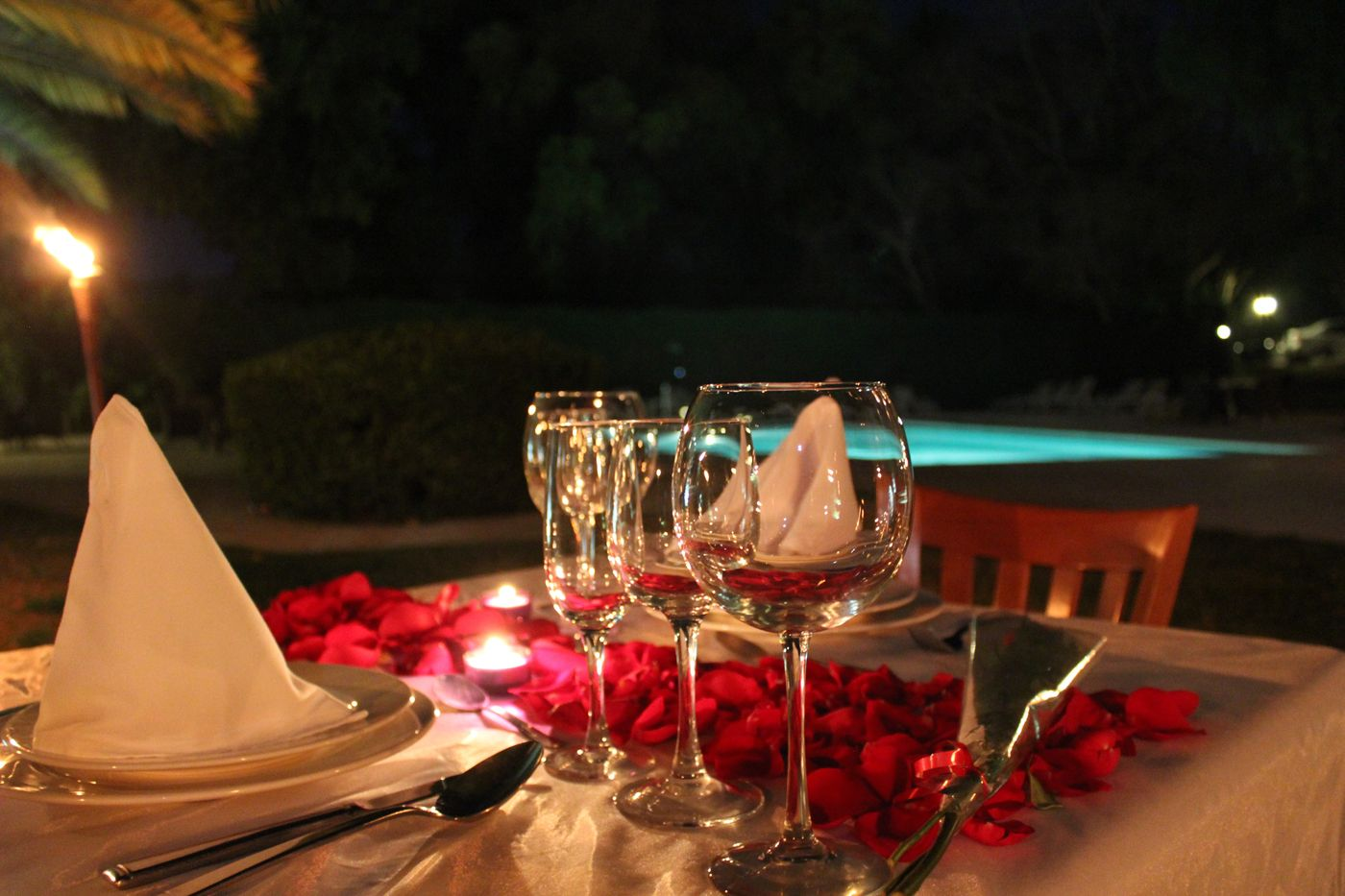 Una cena rom ntica a la luz de las velas es el mejor regalo de cumplea os de aniversario o para - Cena romantica con velas ...