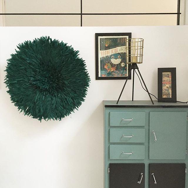 Chez Julien, on a relooké un meuble en Formica, encadré une affiche