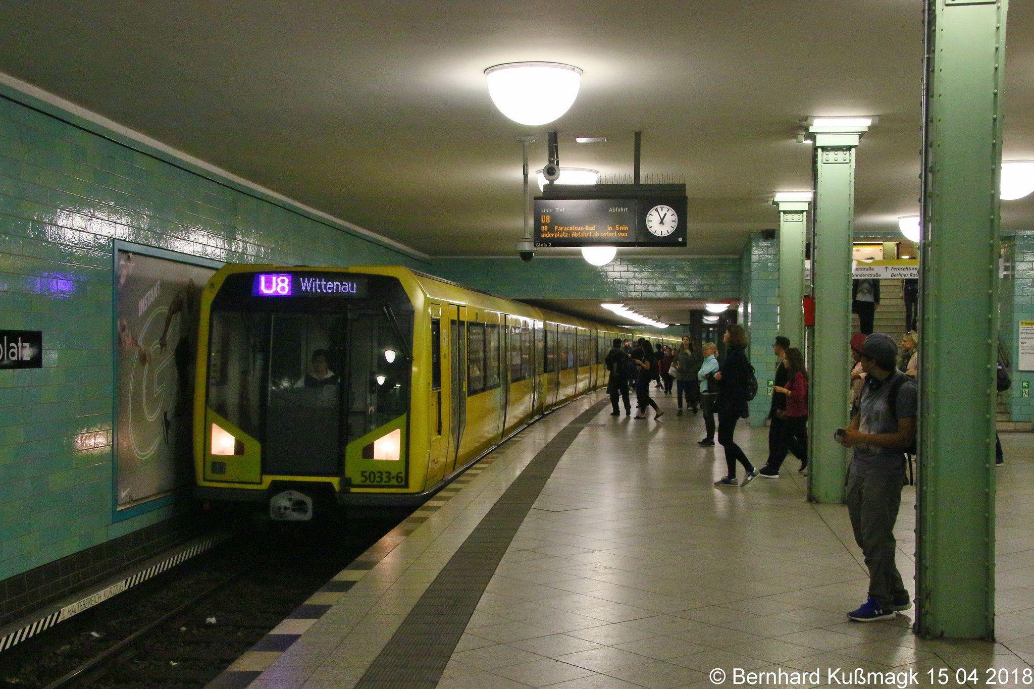 Europa Deutschland Berlin Mitte U Bahnhof Alexanderplatz U Bahn Linie U8 Metro System Underground Berlin