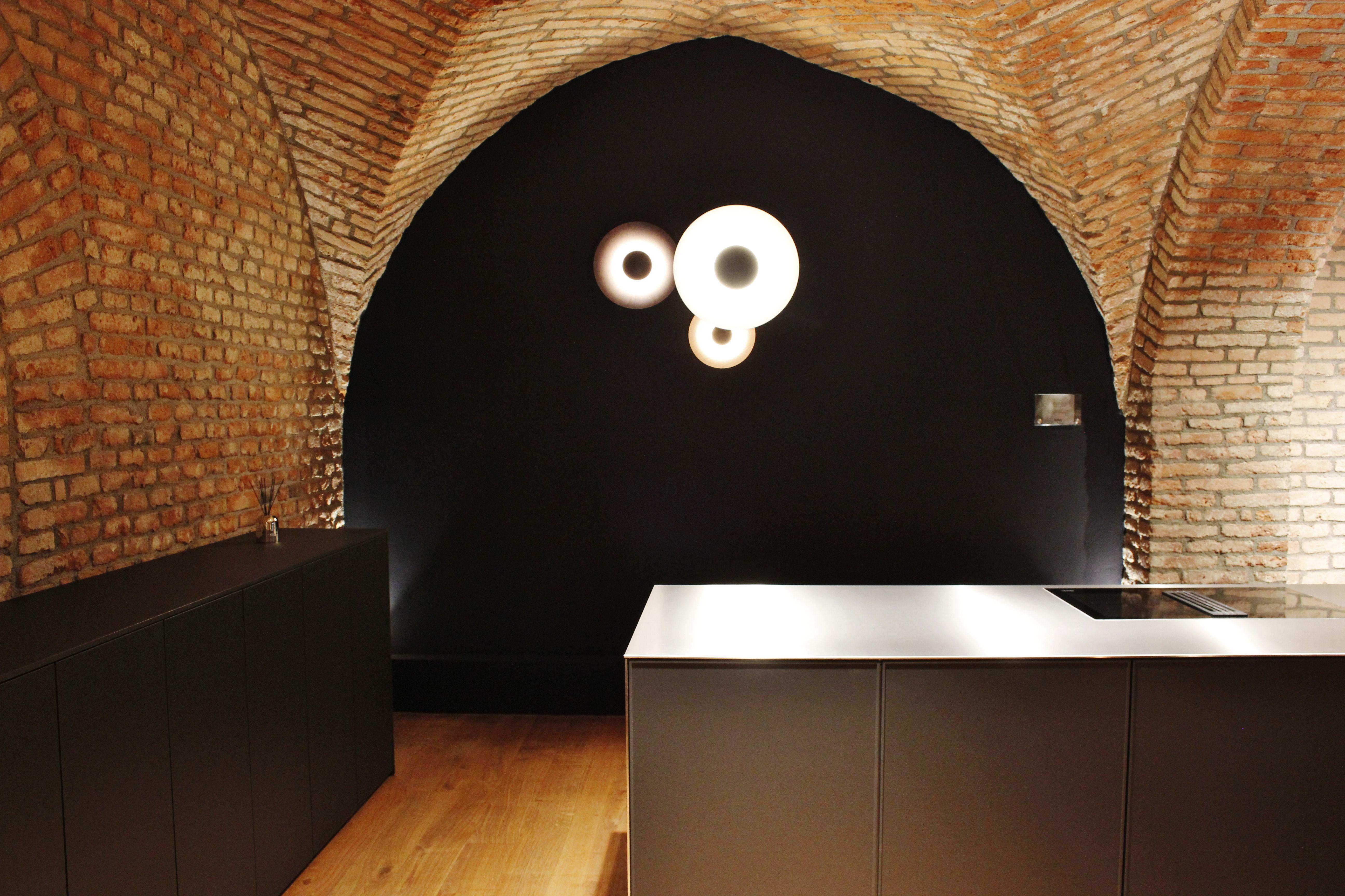 Der ehemals dunkle Keller, der bei den Bauarbeiten noch in Schutt ...