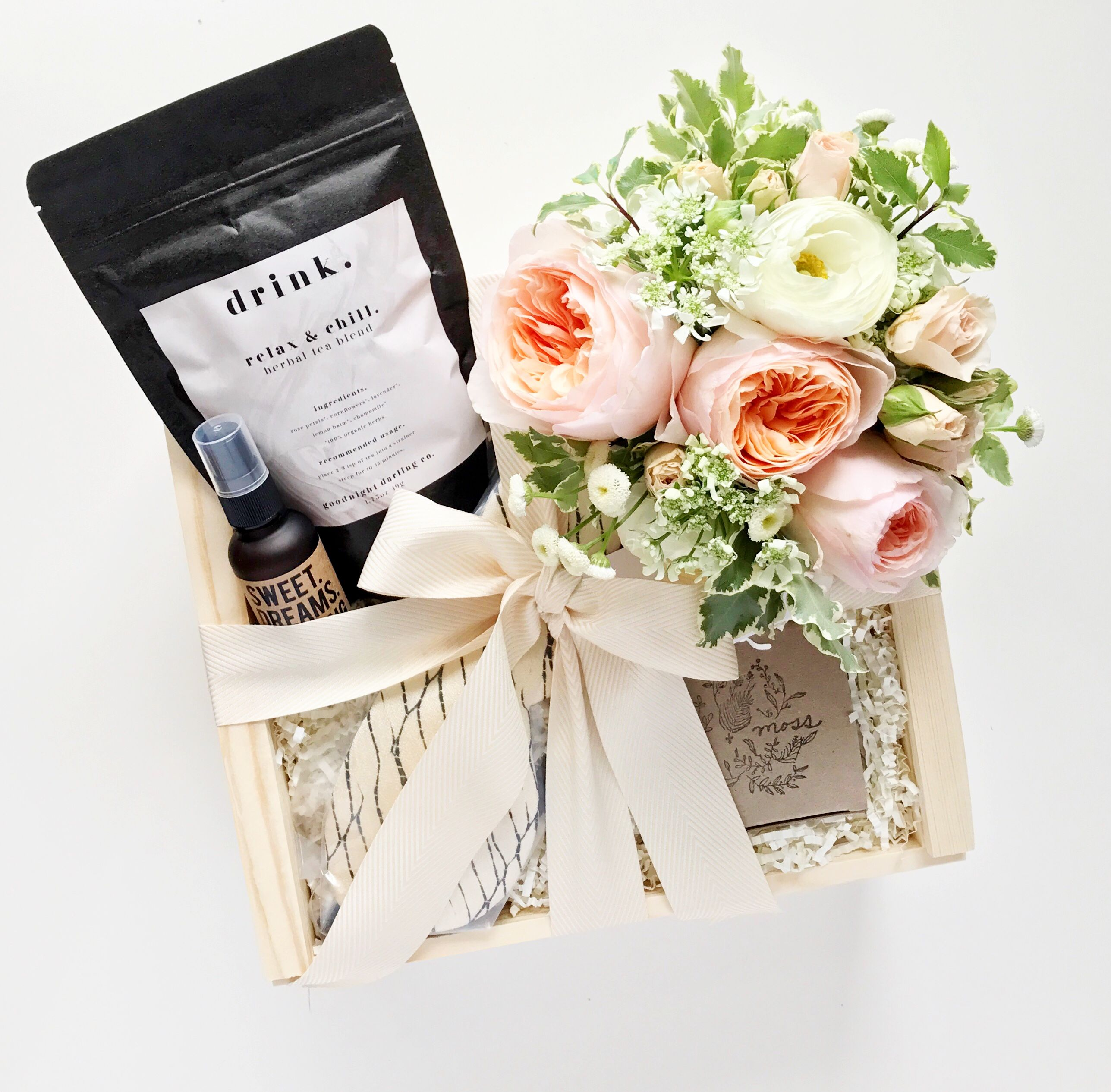 Gift box, floral inspo, wedding gifts, wedding ideas, motherhood ...