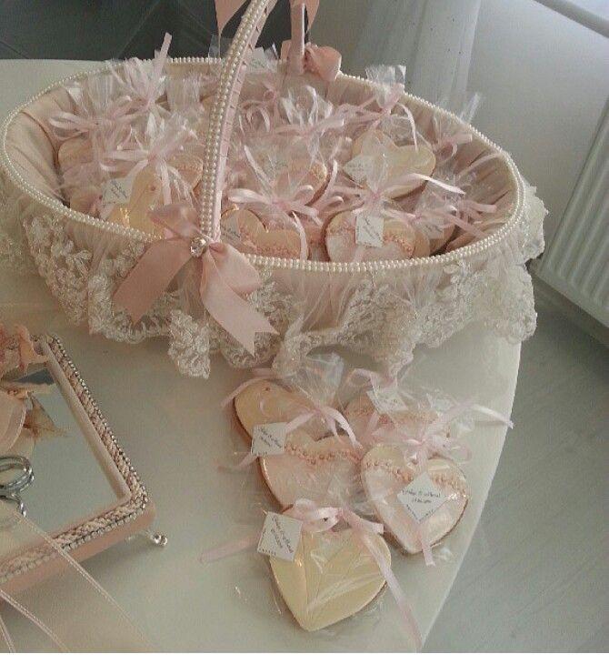 pingl par nurten azko sur gelinlik pinterest d coration bougies cadeau invit mariage et. Black Bedroom Furniture Sets. Home Design Ideas