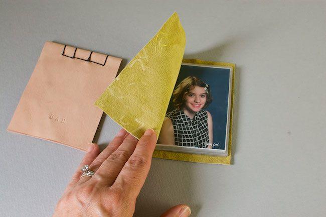 Una gran idea para hacer un album de fotos con un trozo de piel #diy #crafts #handmade