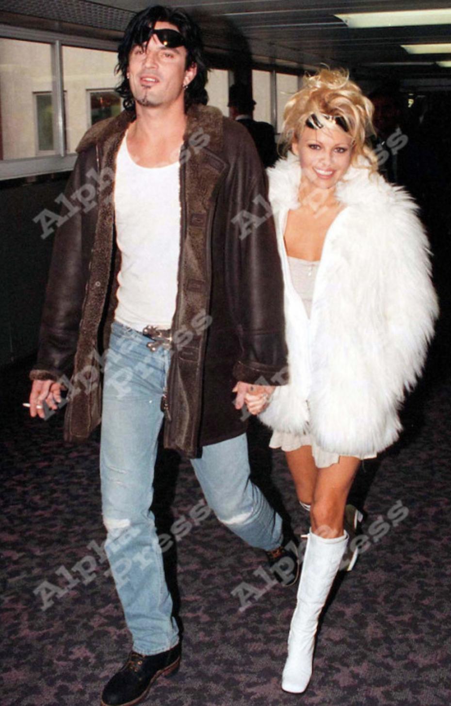 Pamela anderson tommy lee wedding bands - Tommy Lee Pamela Anderson