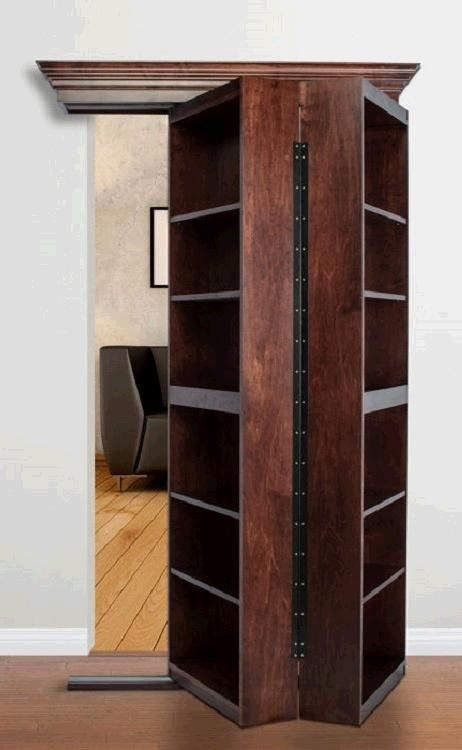 Buchregal als Tür... klasse Platzsparer für die Innenräume