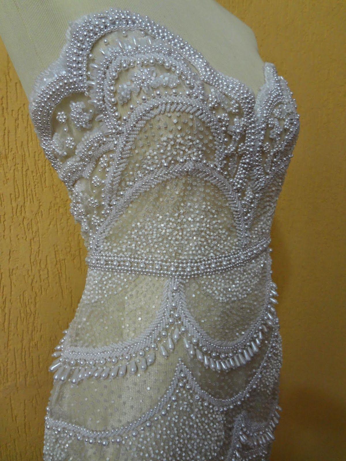 9a5899398d Vestido de organza cristal branca bordada com diversos tipos de pedrarias ( vidrilhos