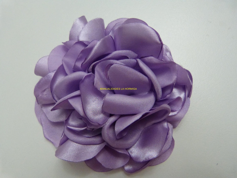 Mono De Rosas Para El Cabello En Tela Satin Paso A Paso Accesorios De Flores Para El Pelo Ramos De Flores De Tela Tutorial Flor Hecha Con Cinta