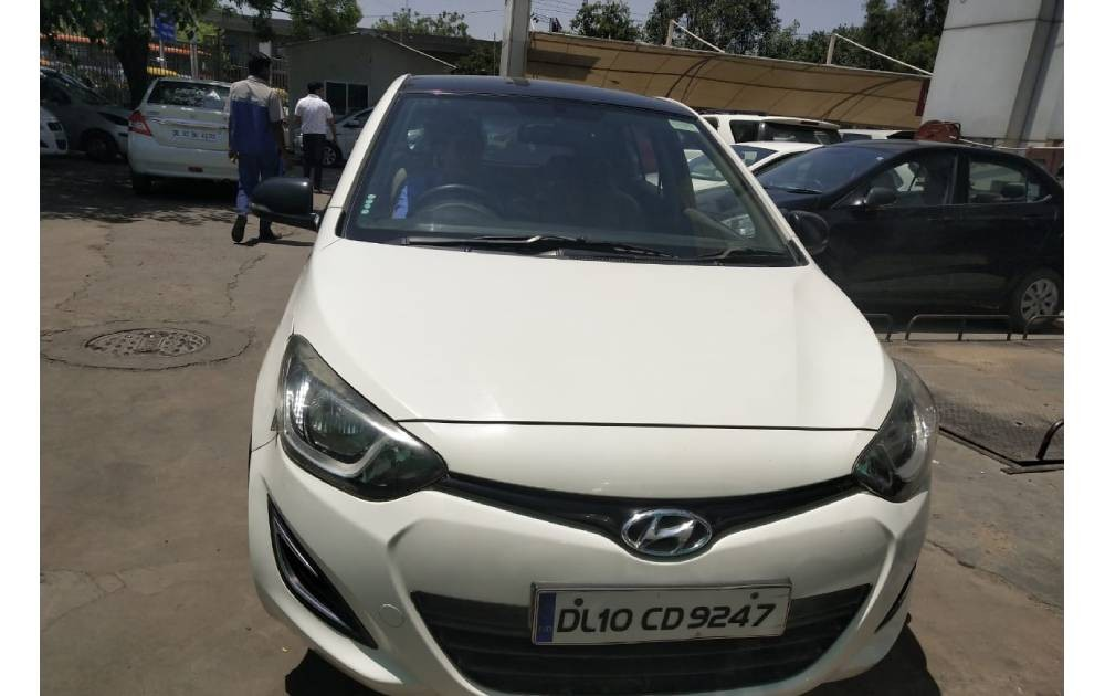 Used Hyundai i20 Magna is available in Delhi at a great