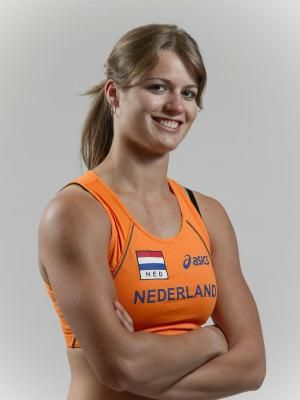Dafne schippers won the 100 m & 200 m in the European championship track &  field! It's really beautiful to see her sprint!