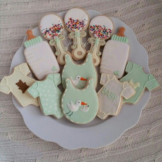 Gender Neutral Baby Shower Cookies They Matched The Cake That I Didn T Make Baby Shower Cookies Neutral Baby Shower Cookies Baby Shower Cupcakes