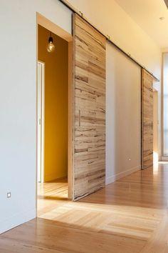 Porte Coulissante En Bois à Lintérieur Ambiance Intérieure Moderne - Porte placard coulissante avec portes blindées fichet