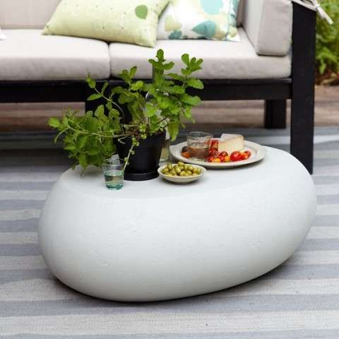 The Pebble Coffee Table is Perfect for a Minimalist Backyard Look - Moderne Tische Fur Wohnzimmer