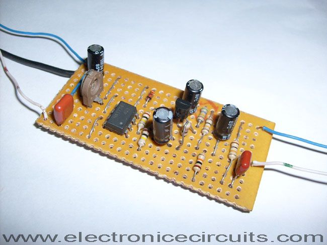 Circuit Uses An Easily Obtained 741 Op Amp Set For An Internal Gain