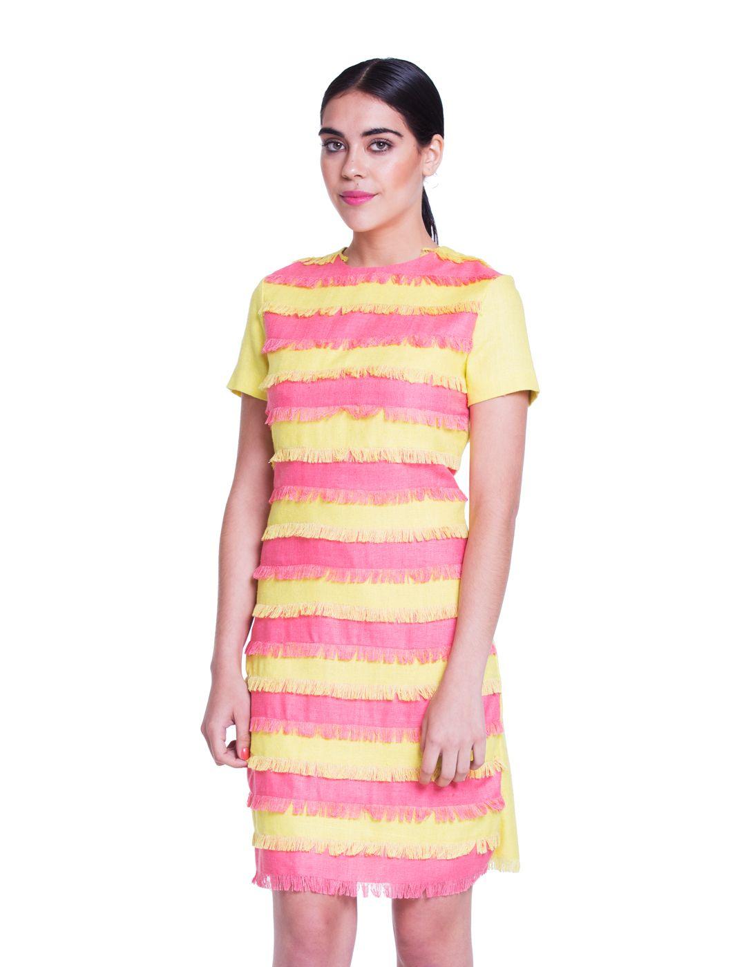 Vestido en rafia de seda natural en color amarillo y rosa. Hecho con ...