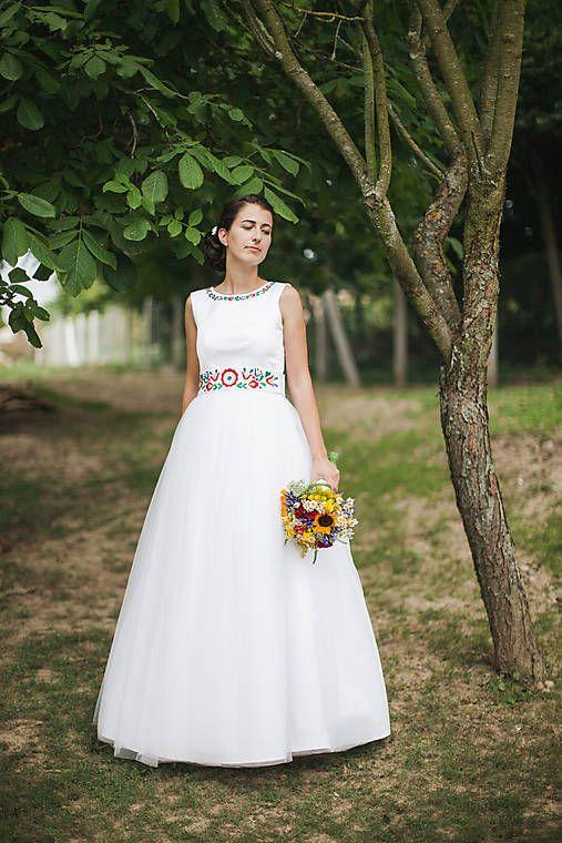 c5e04751a1 Folklórne svadobné šaty   MariaHelen