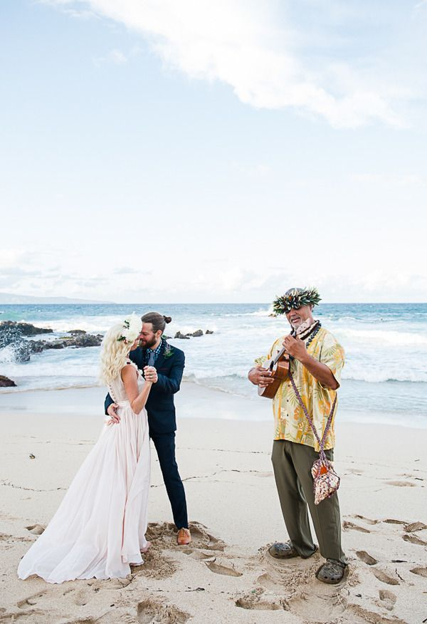 Tips On Eloping In Hawaii Borrowed Blue Photo Credit Photography By Mariah Milan