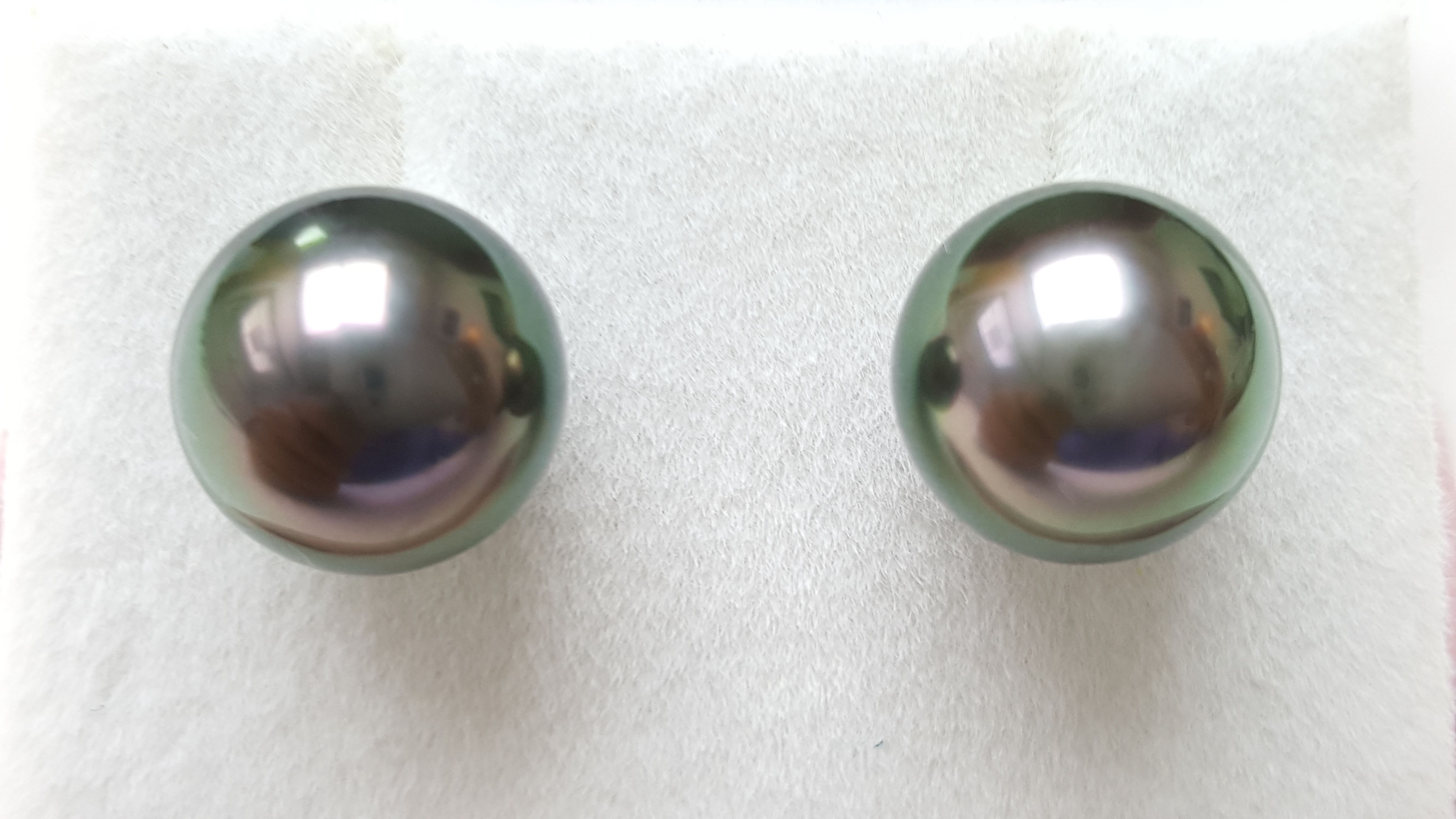 Product Details Tahitian Sea Pearl / South Sea Pearl Earring.  Grade: AAA1 Size: 10mm Shape: Perfect Round Colour: Natural rare peacock. Material: 18K stud  Final Price: HK$2,800/.pair Retail Price: HK$5,000 - $7,500/pair or more.  http://pearlforprincess.com/  #Hong #Kong #Peacock #10mm #Earring #Stud