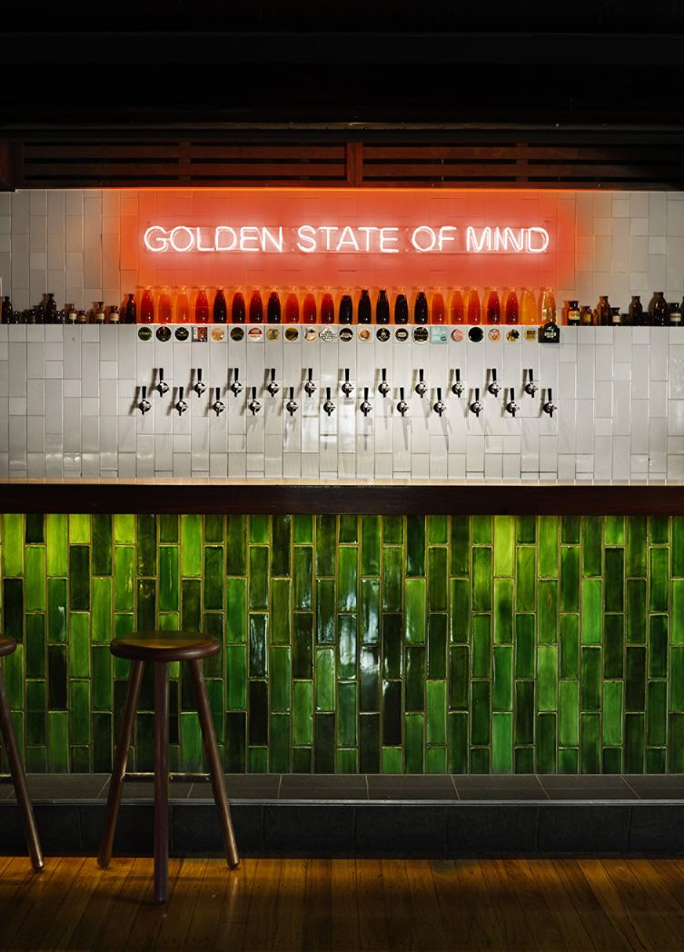 The Woolly Mammoth Alehouse In Brisbane Doesn T Do Anything By Halves Brewery Design Beer Bar Pub Interior