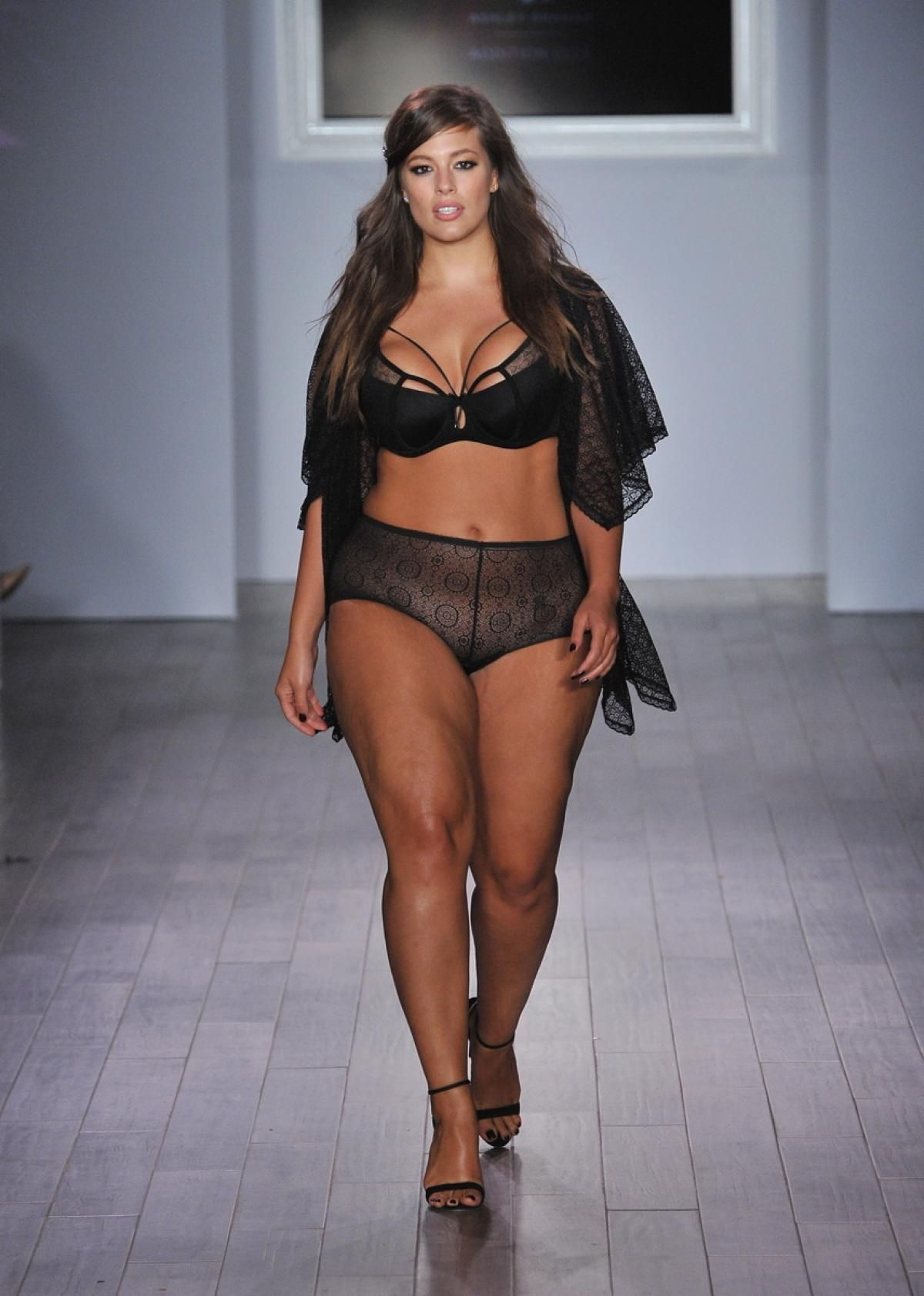 Ashley Graham models her plus-size lingerie collection during NYFW ...