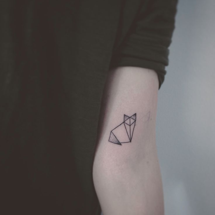 geometric tattoo origami cat best geometric tattoos models tattoos cat tattoo et origami. Black Bedroom Furniture Sets. Home Design Ideas