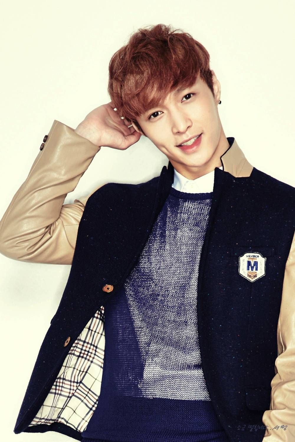 Chinese composer Yuan Wei Jen compliments EXO's Lay on his songwriting ability   http://www.allkpop.com/article/2014/07/chinese-composer-yuan-wei-jen-compliments-exos-lay-on-his-songwriting-ability