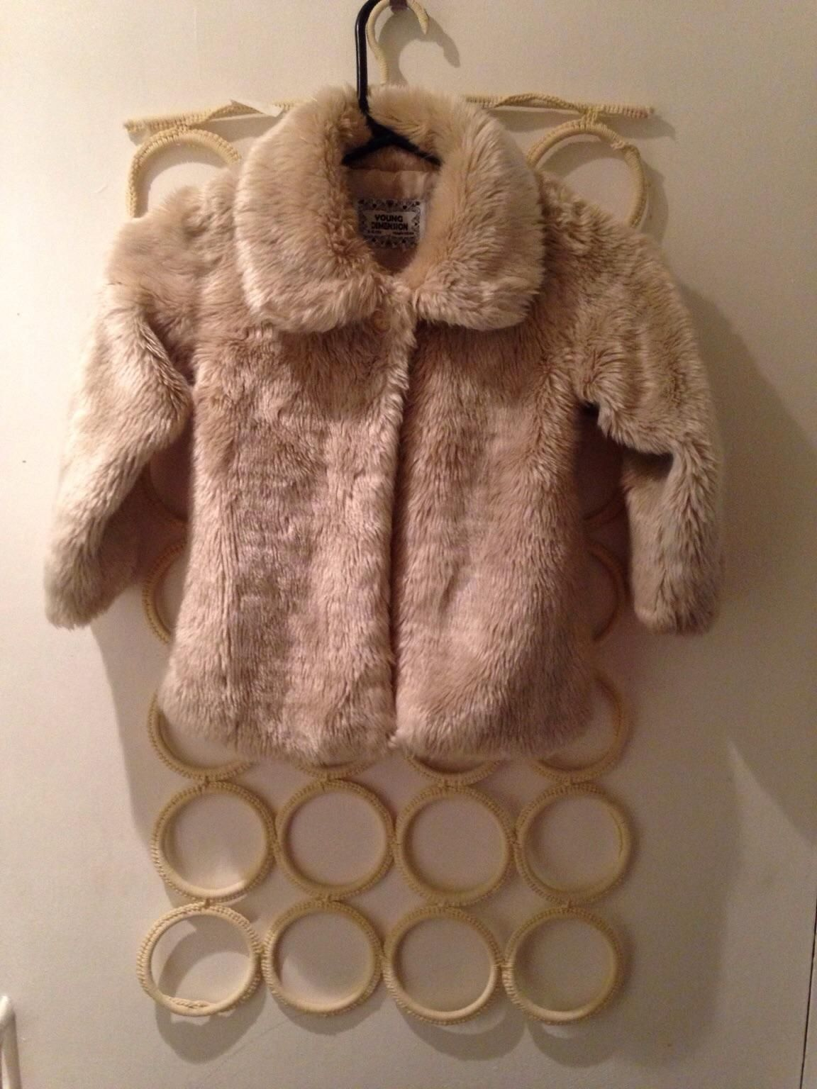 Gebraucht Childs faux coat 5-6yrs in BR3 Beckenham um £ 6,00 – Shpock