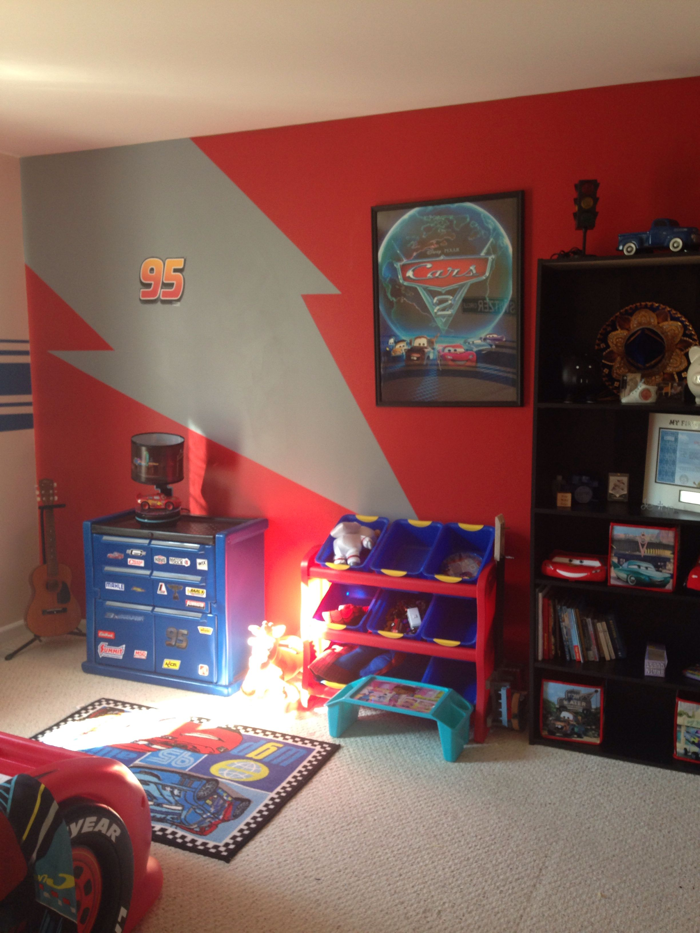 lighting mcqueen themed cars room big boy room disney cars room disney cars bedroom boy. Black Bedroom Furniture Sets. Home Design Ideas