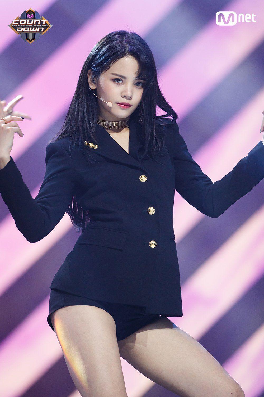 Nayeon Bias Wrecker Kpop Girls Clc Kpop Outfits