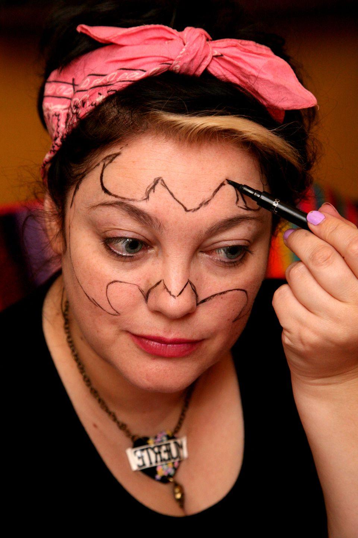 Fledermaus Schminken Schritt Fur Schritt Anleitung Halloween Zenideen Fledermaus Schminken Hexengesicht Schminken Schminken