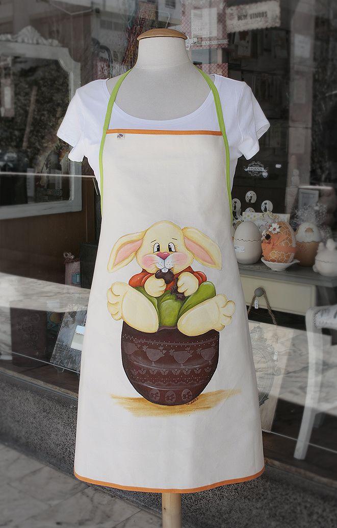 Avental pintado por Maria Tavares