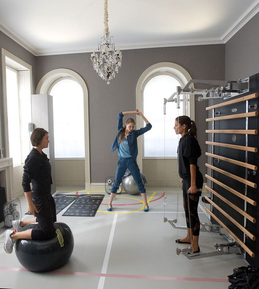 Industrial Gym Design: Glam Home Gym- Maybe? Love The Grey Walls- Not Sure What