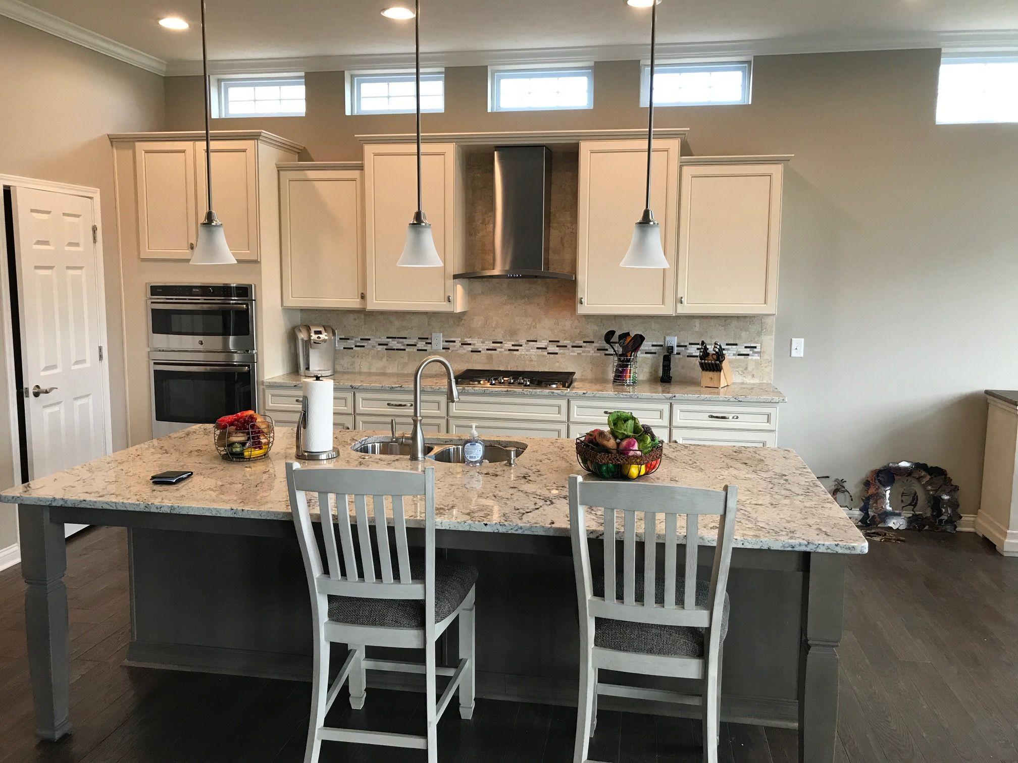 Chimney Hood With Crown Gourmet Kitchen Kitchen Cabinets Gourmet Kitchens Home Decor