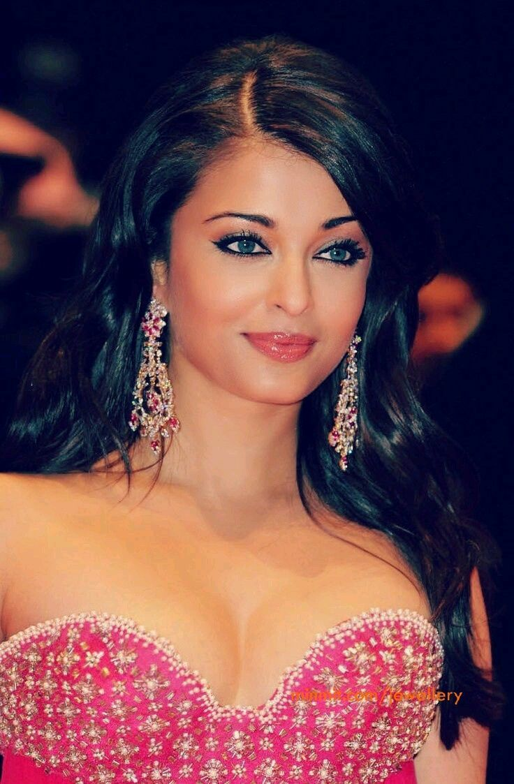 Aish hot boobs