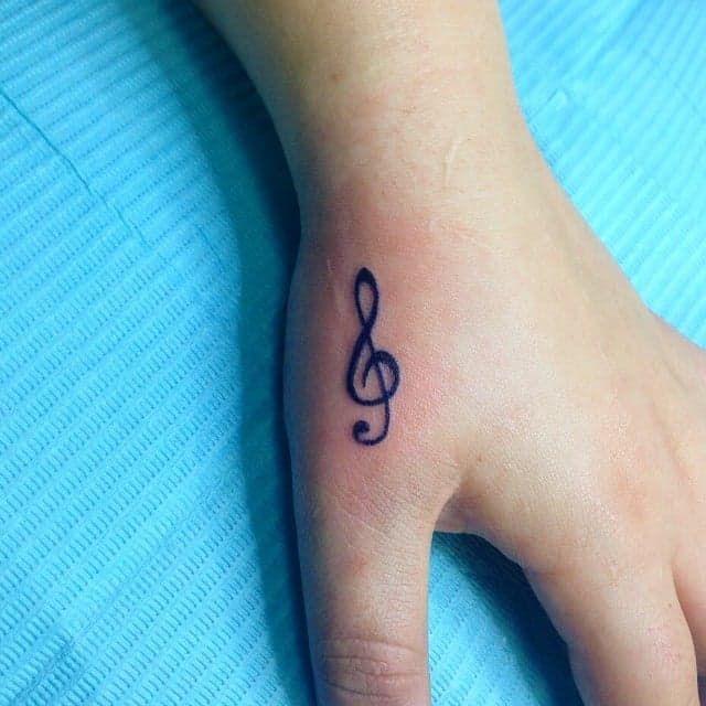 Pin for Later: 100 klitze-kleine Tattoo-Ideen für euren ersten Stich Immer die richtige Note treffen