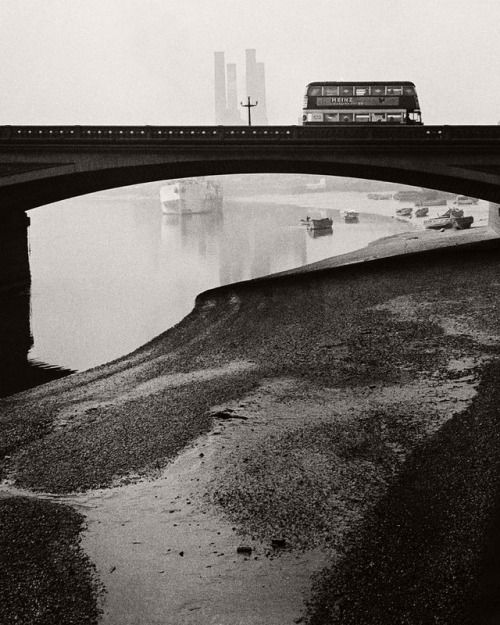 Bill Brandt. Battersea Bridge ca. 1930s.  [::SemAp Twitter ||...