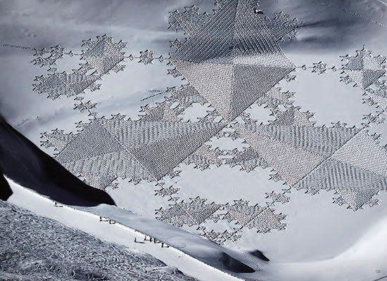 Il Realise Des Fresques Epoustouflantes En Marchant Dans La Neige