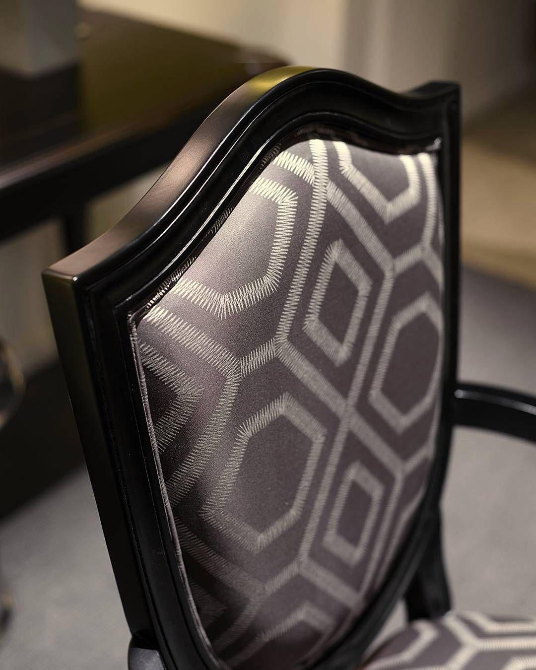 Vi piace il tessuto di questa elegante sedia? #marionisrl #madeinitaly #luxuryliving #concept # sedia #chairs #chair #fabric #particular  #particolari #detail #details