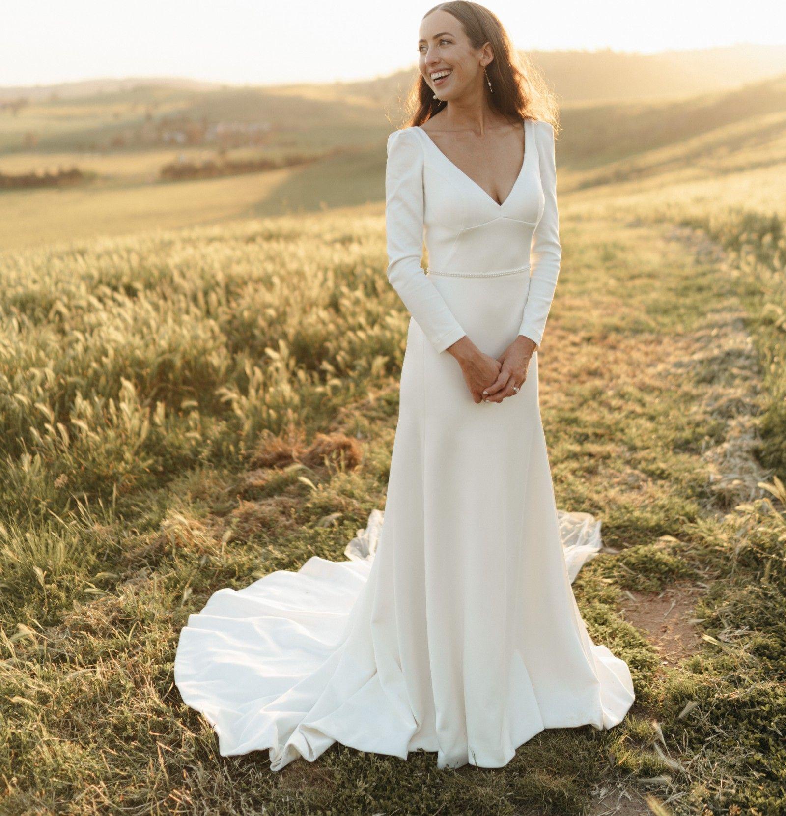 Karen Willis Holmes Aubrey Preowned Wedding Dress Save 49 Preowned Wedding Dresses Dresses Stunning Dresses [ 1661 x 1600 Pixel ]