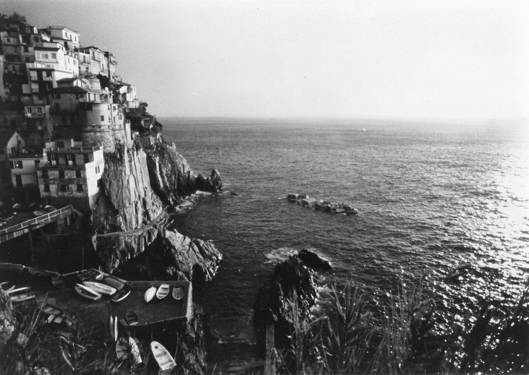 Veduta del borgo di Corniglia (Cinque Terre) costruito su ...